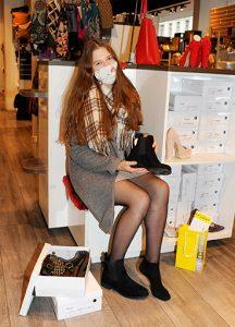 Einkauf in der Thaliastrasse bei Rosa