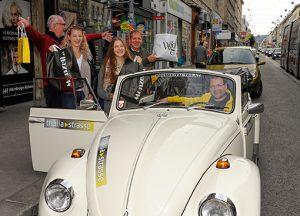 VW Käfer Cabrio Oldtimer und die Gewinner der IG Thaliastrasse